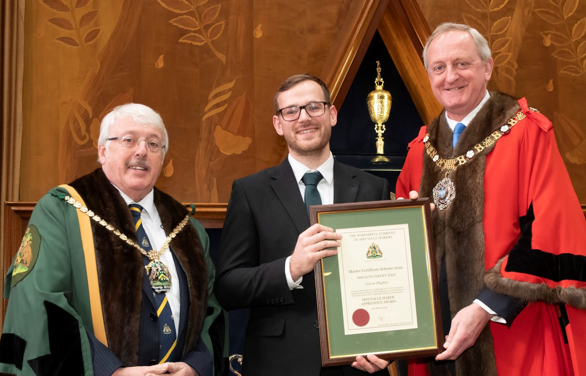 Modern apprentice Gavin Hughes, proudly receiving his Master Certificate Scheme award from the Lord Mayor.